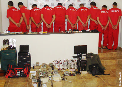 Polícia Civil apresenta quadrilha acusada de 70 assaltos a ônibus