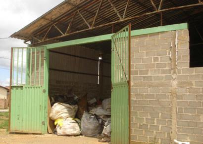 Moradores querem retirada de galpão de reciclagem no Cincinato de Ávila