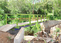 Passarela metálica facilita acesso entre os bairros Urciano Lemos e Tiradentes