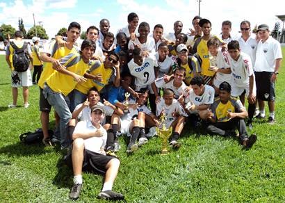 Juvenil e Juniores do Ganso são campeões do Torneio da Amizade