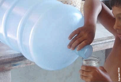 Moradores remanescentes do Barreiro estão sem água