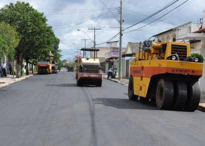 Rua Rio Branco recebe recapeamento