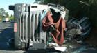 Tombamento de carreta mata duas pessoas na BR-262
