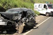 Ambulância de Araxá é atingida em acidente e mulher morre na BR-262