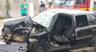 Condutor bate em poste e fica gravemente ferido