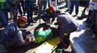 Mototaxista e passageiro ficam feridos em acidente