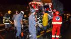 Batida entre dois caminhões deixa motorista preso às ferragens