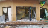 Quadrilha explode caixas eletrônicos, faz reféns e distribui tiros em Tapira