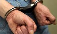 Homem causa tumulto no PAM e exibe genitais em via pública