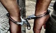 Menor e autor são detidos com maconha e moto sem placa