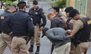 Adolescentes são pegos no flagra furtando residência