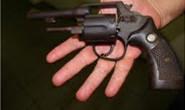 PM prende homem por posse ilegal de arma de fogo