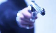 Bandidos assaltam e espancam comerciante