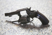 Bandidos armados assaltam mercearia