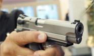 Frentista leva coronhada e arma dispara em assalto