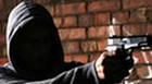Dupla assalta supermercado e funcionário é agredido com coronhada