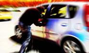 Bandidos surpreendem motorista e passageiro e levam carro
