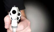 Jovem casal é assaltado e bandidos roubam casas de parentes