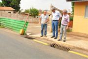 Prefeitura trabalha para liberar avenida da encosta do Cristo
