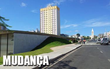 Estacionamento no canteiro central na avenida Antônio Carlos está proibido