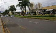 Idosa é atropelada na avenida Imbiara