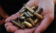 Ameaça ex com balas de revólver e 'flor para velório'