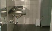 Invade funerária e se tranca no banheiro dizendo que ali era sua casa