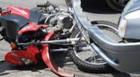 Inabilitada faz conversão proibida e bate em moto