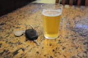 Condutor embriagado bate carro na Getúlio Vargas