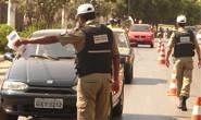PM prende dois homens e apreende dois veículos