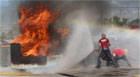Corpo de Bombeiros treina militares para combate a incêndios urbanos.
