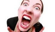 Mulheres se desentendem no local de trabalho