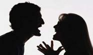 Mulher dá marretada no marido durante discussão