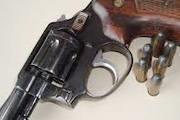 Comerciante é preso por posse ilegal de arma de fogo