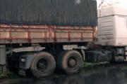PM registra acidente entre dois caminhões na rodovia que liga Araxá a Perdizes