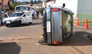 Motorista embriagado capota carro no Domingos Zema