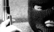 Dois homens armados assaltam posto de gasolina