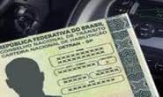 Motorista é multado com carteira vencida ao entrar no quartel da PM