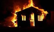 Se revolta com amásia a ateia fogo na própria casa