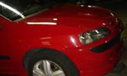 Bandidos fazem mulher de refém em roubo de carro