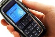 Dona de casa é surpreendida com bandido furtando seu celular