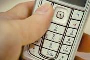 Sujeito pede copo d'água e se aproveita para furtar celular