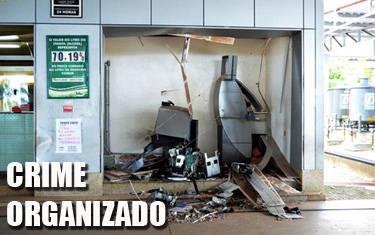Bandidos explodem caixa eletrônico e fogem com dinheiro