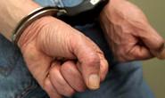 PM prende acusado de extorsão a cliente de bar