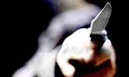 Homem embriagado ameaça esposa com faca