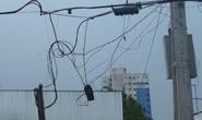 Fio da rede elétrica causa acidente no trânsito
