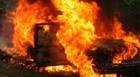 Carro é abandonado em chamas no Salomão Drummond