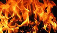 Mulher fica nervosa em festa e ateia fogo na casa do 'provocador'