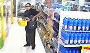 Homem é flagrado furtando produtos de supermercado
