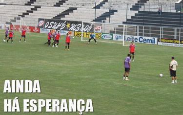 Flávio Lopes escala time ofensivo para sair da degola